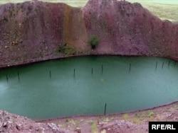 «Атомное» озеро на территории бывшего Семипалатинского полигона. Восточно-Казахстанская область, 22 августа 2009 года.