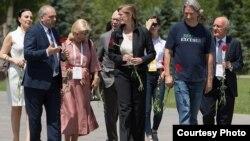 Armenia - Samantha Power (C), the former U.S ambassador to the UN, visits the Armenian genocide memorial in Yerevan, 8 June 2018. (Photo courtesy of www.auroraprize.com)
