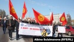 Кыргызстандын башка аймактарында да Ак калпак күнүнө карата иш-чаралар 3-марттан тартып өткөрүлө баштаган. Талас шаары.