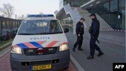 Поліція біля коледжу міста Лейден, 22 квітня 2013 року