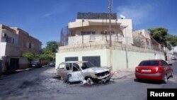 Լիբիա - Հարձակման հետևանքով վնասված ավտոմեքենա Տրիպոլիում Ռուսաստանի դեսպանատան դիմաց, 3-ը հոկտեմբերի, 2013թ․