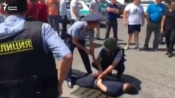 Алматыдагы атышуу: бир адам кармалды