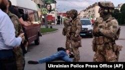 Ввечері 21 липня силовикизатримали чоловіка, який годинами утримував людей в автобусі в Луцьку