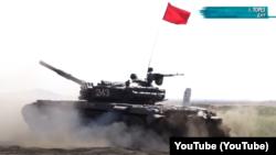 Навчання танкових екіпажів російських гібридних сил на Донбасі. Місто Торез, 2020 рік. Скріншот з YouTube-каналу «Оплот ТВ»