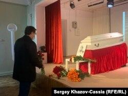 Губернатор Нижегородской области Глеб Никитин у гроба Ирины Славиной