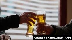 Egy alkoholfüggőnek veszélyes egyik pillanatról a másikra felhagyni az ivással