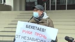 Әділет министріне наразы заңгер пикетке шықты