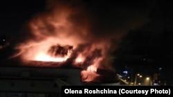 В Києві горить кінотеатр «Жовтень», 29 жовтня 2014 року (фото: Олена Рощіна)
