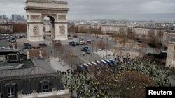 """Одна из акций протеста """"желтых жилетов"""". Париж, 8 декабря 2018 года"""