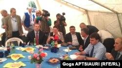 Главным на встрече был вопрос обустройства т.н. границы. Представители югосетинской стороны заявили, что ссылаются на карты бывшего Югоосетинского округа, проводя эту границу