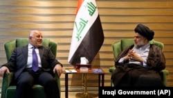 Yragyň premýer-ministri Haýdar al-Abadi şaýy ruhanysy Muktada al-Sadr bilen koalsiýa gurandygyny aýdýar. Arhiw suraty.