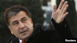 Утверждение Саакашвили в Грузии некоторые восприняли как фактическое признание официальным Тбилиси независимости Абхазии