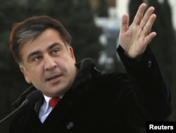 Грузия президенти Саакашвили инагурация маросимига келган олий мартабали меҳмонлардан бири бўлди.