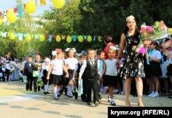 Первый звонок в Бахчисарайской общеобразовательной школе с крымскотатарским и русским языками обучения