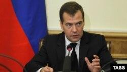 Премьер-министр России Дмитрий Медведев публично заявил о возможности для нормализации отношений с Грузией, а также диалога с новым правительством страны
