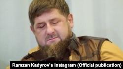 Рамзан Кадыров никогда не скрывал, что очень любит модные гаджеты и социальные сети