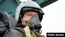 Украина. Президент Петр Порошенко испытал модернизированный Su-27, Запорожье, 14.10.2015