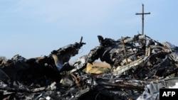 Обломки самолета Malaysia Airlines.