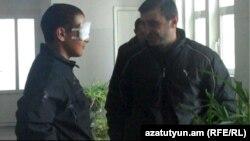 Военнослужащий Нарек Аветисян после операции в Офтальмологическом центре имени Малаяна, Ереван, 16 декабря 2011 г..