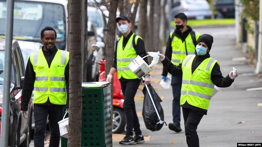 پاکبانان امکانات عمومی شهر ملبورن را ضد عفونی میکنند