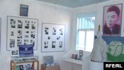 Алыкул Осмоновдун Чолпон-Ата шаарындагы үй-музейинин ички көрүнүшү.