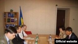 Ombudsmenii moldoveni la o întîlnire cu o delegație americană