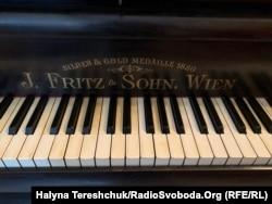 Фортепіано, за яким творив композитор