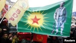 Демонстрация в Стамбуле под флагами запрещенной Рабочей партии Курдистана