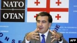 Gürcüstan prezidenti Mikhail Saakashvili NATO ilə bağlı konfransda çıxış edərkən