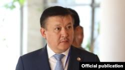 Ахматбек Келдибеков.