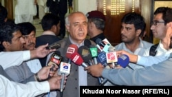 د بلوچستان وزیر اعلی ډاکټر مالک بلوڅ خبري غونډې ته د وینا پرمهال