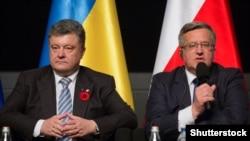 Bronislaw Komorowski (sağda) Ukrayna prezidenti Petro Poroshenko ilə