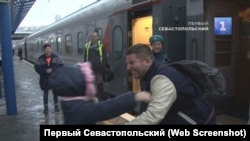 Степан Резуник на вокзале в Севастополе после возвращения в Крым, 1 января 2020 года