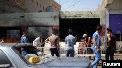 Место взрыва самодельной бомбы в Баладе - населенном пункте рядом с иракской столицей.