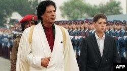 """Muammar Qaddafi oğlu, """"gələcək alim"""" Seif əl-Islamla 1989-cu ildə Yuqoslaviya səfərində"""