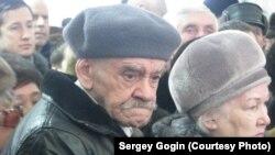 Участники народного схода против отмены надбавки ветеранам труда (Ульяновск, 25 декабря 2014 года)