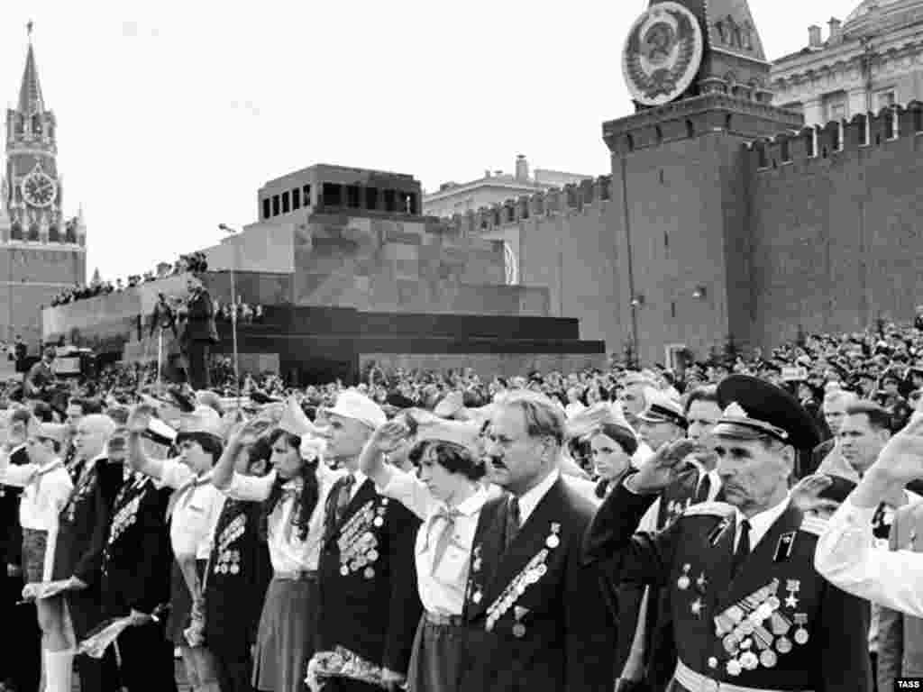 The 30th anniversary celebration in Red Square in 1975 - Analysts say the Kremlin is deliberately tapping into a growing nostalgia for the Soviet period and the pride Russians once felt in their country's former superpower status -- as well as exploiting their fears of a powerful West.