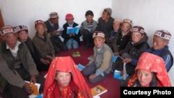 Ооган кыргыздарынын балдары мектепте, Кыргыз бутагынын аманат сүрөтү