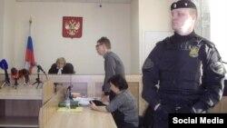 Екатерина Вологженинова (в центре) в суде, Екатеринбург, февраль 2016