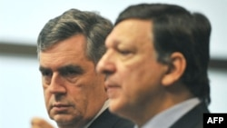 European Commissioni President Jose Manuel Barroso (right) and British Prime Minister Gordon Brown in Brussels