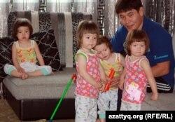 Есентай Капар, отец четверняшек.