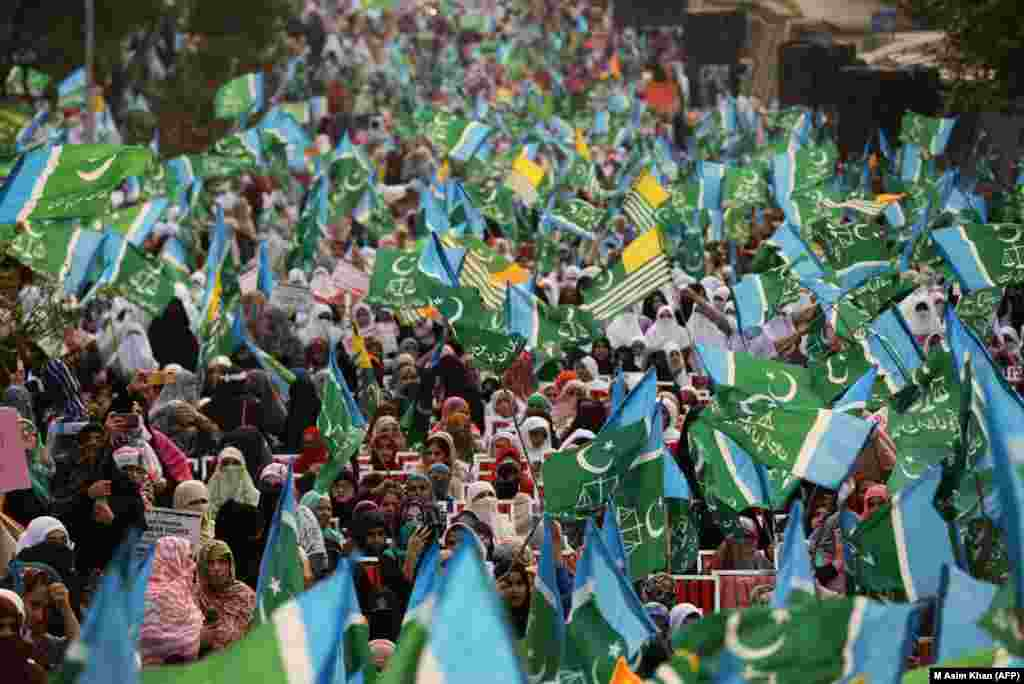 Female supporters of the Pakistani Islamist party Jammat-e-Islami march during a protest in solidarity with Indian Kashmiri Muslims in Islamabad on October 16. (AFP/M Asim Khan)