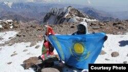Сапфира Канаева на вершине Аконкагуа. Фото из личного архива альпинистки.
