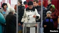 Қырымның мәртебесіне қатысты референдумге дауыс беру. Симферополь, 16 наурыз 2014 жыл.