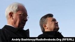 Президент України Віктор Янукович та прем'єр-міністр Микола Азаров. Вшанування жертв розстрілів у Бабиному яру, Київ, 3 жовтня 2011 року