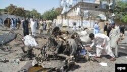 У места взрыва в пакистанском городе Кветта. 23 июня 2017 года.