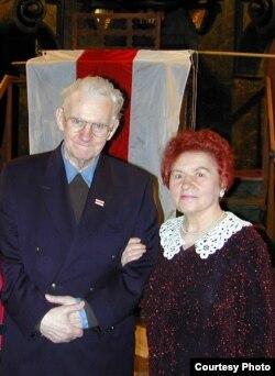Васіль Быкаў і Марыя Лукашук, Прага, 2003