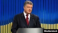 У 2016-му під час пресконференції на той час президента Порошенка «Схеми» поцікавилися в нього, чому його Адміністрація приховує дані про відвідувачів президента і голови АП