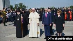 Папа Рымскі Францішак наведаў мэмарыяльны комплекс генацыду армян падчас афіцыйнага візыту ў Армэнію. 25 чэрвеня 2016 году