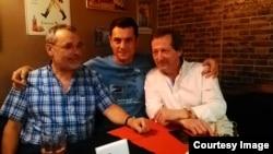 În voiaj vinicol... Patrick Nicouleaud (st.), Radu Nichita Macovei, Jean Luc Prise (dr.)